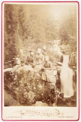 Historisches Foto, Triberger Wasserfall mit Familie, um 1890