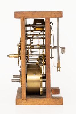 Winterhalder & Hofmeier, 8 Tage Uhrwerk mit Holzplatinen und Schlag auf Tonfeder, Seitenansicht