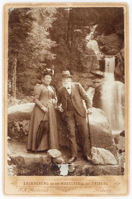 Historisches Foto, Triberger Wasserfall mit älterem Ehepaar, um 1900