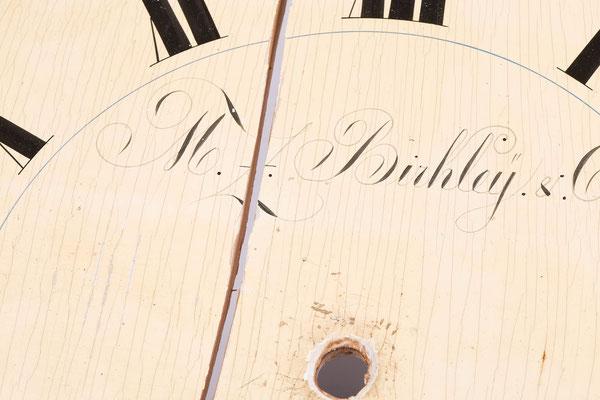 Detailaufnahme Gerissenes Zifferblatt, Transportschaden an einer Drop Dial Clock