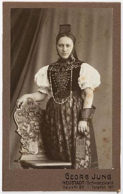 Schwarzwälder Tracht, vermutlich aus Neustadt, 1913