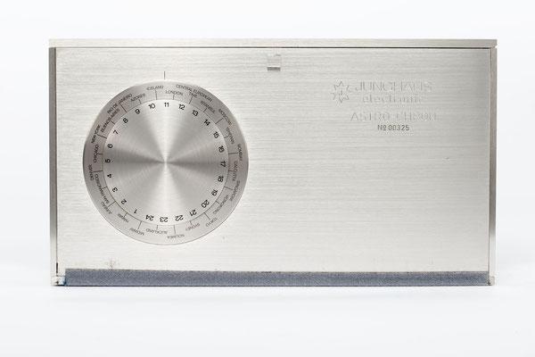 Junghans elektronic Astro-Chron, Quarzuhr im Weltzeitgehäuse 1967, Nr. 00325, Rückseite