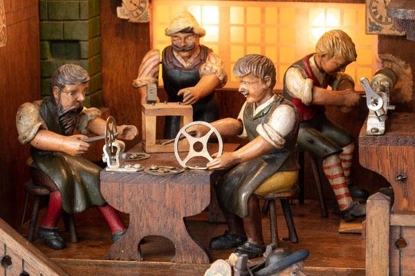 Schwarzwälder Uhrmacherwerkstatt: An der Werkbank