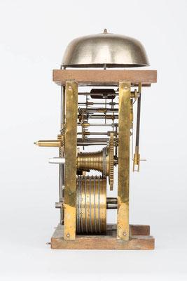 Seitenansicht von rechts, Uhrwerk der Bracket Clock von Matthä Winterhalder, Schwarzwald um 1855