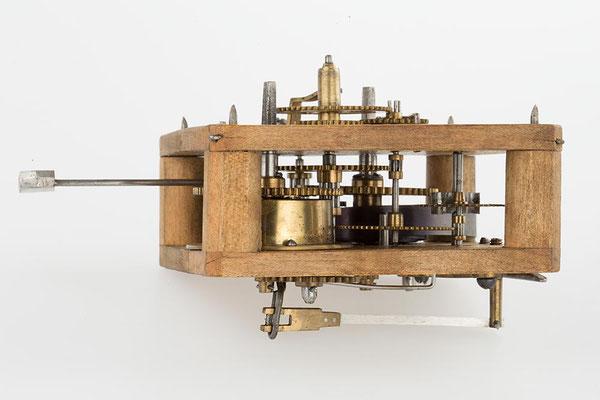 Schwarzwälder Uhrwerk mit Holzplatinen, Cottage Mantel Clock, Camerer, Kuss & Co, England 1877