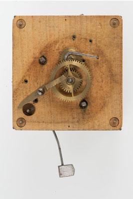 Schwarzwälder Uhrwerk mit Holzplatinen (Vorderansicht): Cottage Mantel Clock, Camerer, Kuss & Co, England 1877