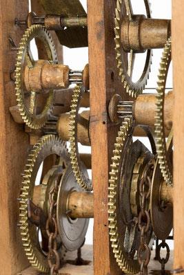 Detail Räderwerk, Schwarzwälder Schilderuhr um 1800