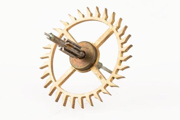 Räderwerk Regulator, Furderer, Jaegler & Cie, Strasbourg, Gangrad mit eingeschlagener 8