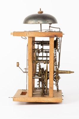 Lackschilduhr mit Schlagwerk und Wecker, Ph. Haas & Söhne, um 1900, Uhrwerk Seitenansicht von links