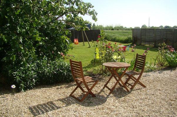 Jardin ouvert sur la campagne, gîte des turmeaux