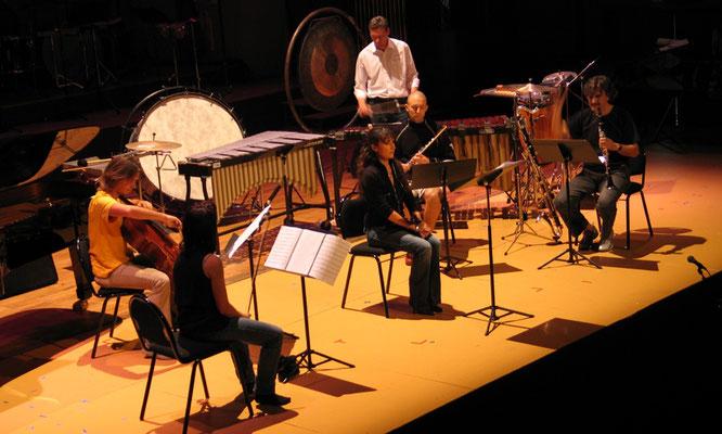 """Probe mit dem Ensemble Accroche Note für die Uraufführung von """"Chicop"""", vom Komponisten F.-B. Mâche, beim Festival Musica in Strasbourg in 2004."""