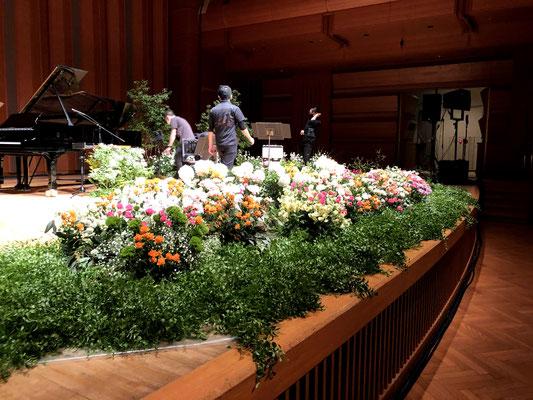 紀尾井ホール ステージ装花