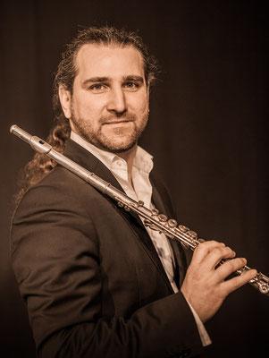 Efrain Oscher - http://www.bolivarsoloists.com, M24