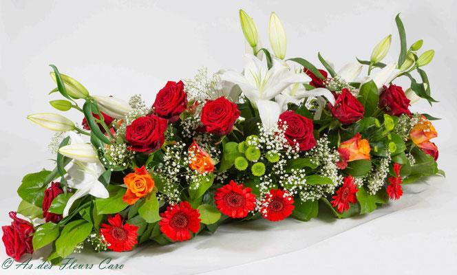 Dessus de cercueil - lys blancs et roses rouges