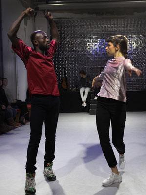 Routinen. Brave Kinder tanzen nicht. Ahmed Soura/Nina Maria Wyss ©Christian Brachwitz