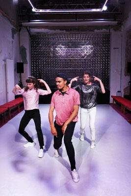 Routinen. Brave Kinder tanzen nicht. Nina Maria Wyss/Aloalii Tapu/Mira Tscherne ©Christian Brachwitz