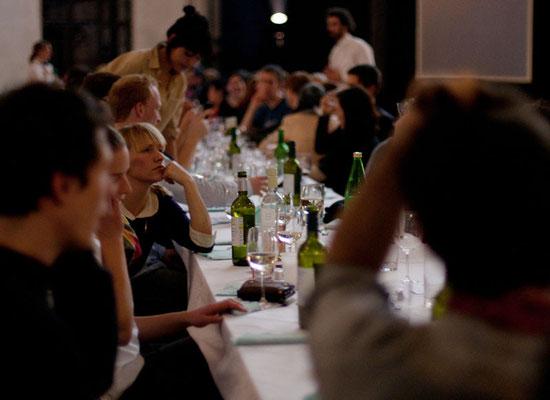 Gegen Ende des Dinners, Foto: Christian Messner