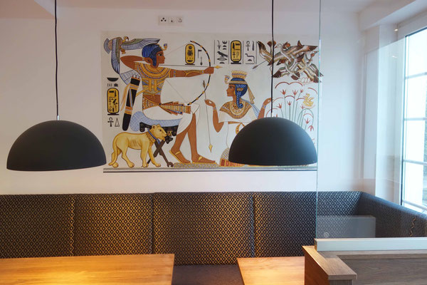 Tutanchamun und Anchesenamun bei der Vogeljagd, Wandmalerei im Gästehaus St. Markus von Daniela Rutica, 2018
