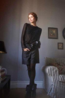 Desdomonia : top dentelle, 100% polyester - 100% coton. Lady M : blouse 100% soie. Imogen :  short, 100% satin de coton - Jeanne Berre