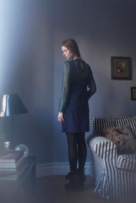 Hermia : combi-robe-short, 100% coton glaçé. Lady M : blouse 100% soie - Jeanne Berre
