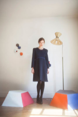 Lysandre, robe, 100% coton, passepoil bleu roi - Collection Thalia - Jeanne Berre