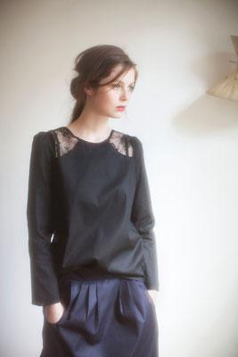 Néphélie, blouse, 100% coton, empiècement dentelle 100% polyester - Collection Thalia - Jeanne Berre