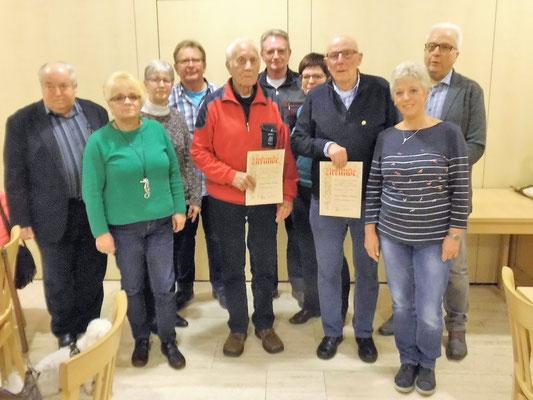 Gruppenfoto aller geehrten Mitglieder