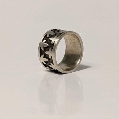 Ring 925 Silber, teilweise geschwärzt, Ornament gesägt