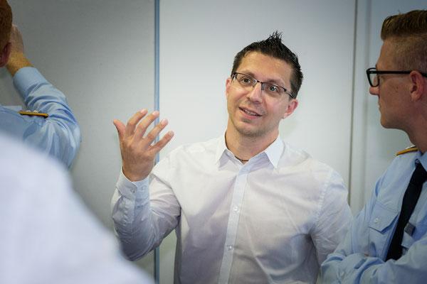 Matthias aus dem Contentteam bei einem Kunden. Der meinte später: Was für ein kluges Köpfchen...