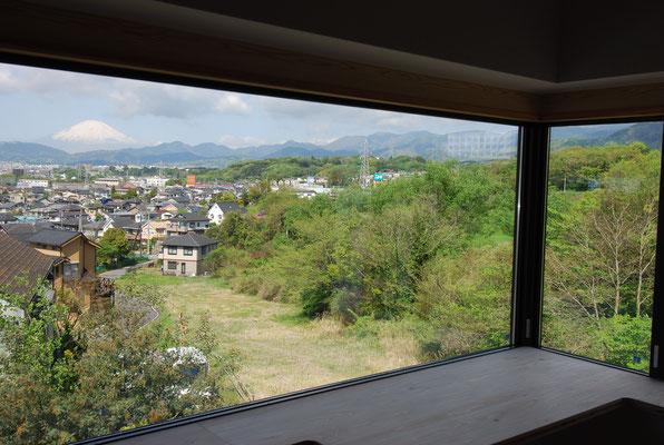 寝室から見た富士山と表丹沢