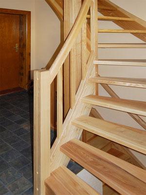1/4-gewendelte Treppe mit rechteckigen Geländerstäben