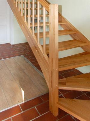 Treppe aus Holz (parkettverleimt)