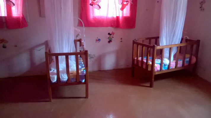 Ein Babyzimmer in einem anderen Waisenhaus...