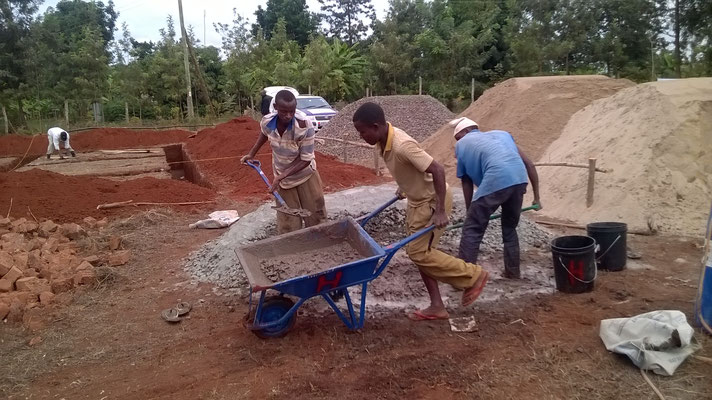 Noch wirde der Beton mit der Hand gemischt..
