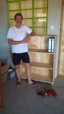 Siggi in front of his own built filling cabinet...