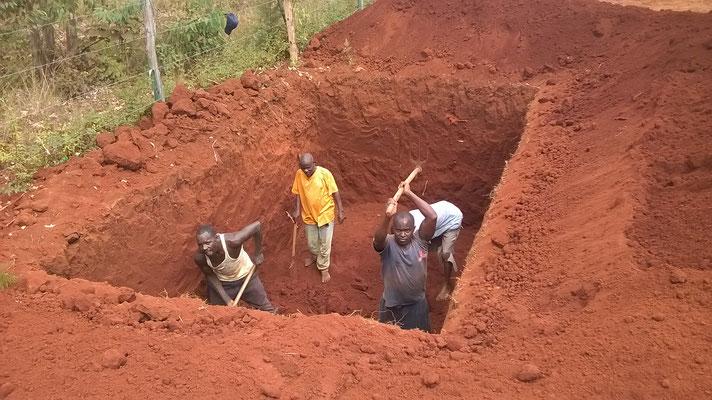 Die Männer leisten Schwerstarbeit...