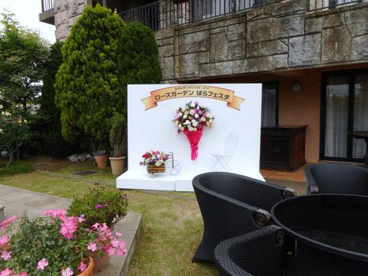 2018年ローズガーデン ばらフェスタ「フォトコーナー」5月23日 写真提供 ホテルサンライフガーデン