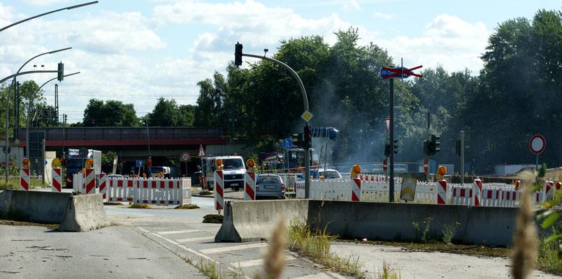 Bis Mitte Oktober führt die Kornweide einspurig über die Behelfsbrücke. Danach werden die Behelfsbrücken komplett abgebaut.