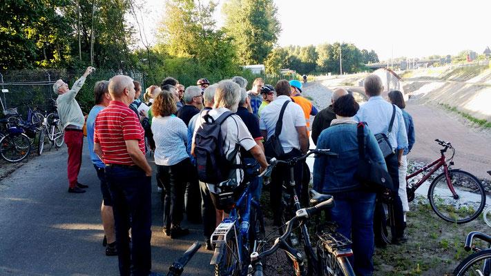 Für Fahrradfahrer und Fußgänger wird während der gesamten Bauzeit ein separater Weg geschaffen.