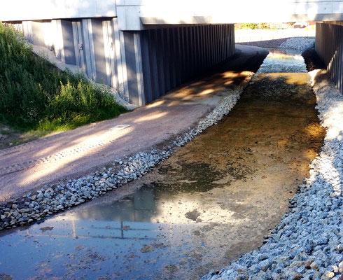 Unter der Wetternbrücke wird der kombinierte Rad- und Fußweg während der Bauzeit durchgeführt.