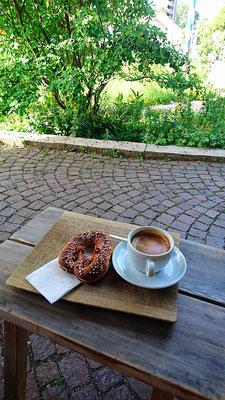 Frühstück während der ersten Ladung in Grünwald