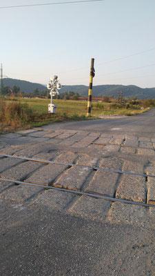 Typischer Zustand eines Bahnübergangs