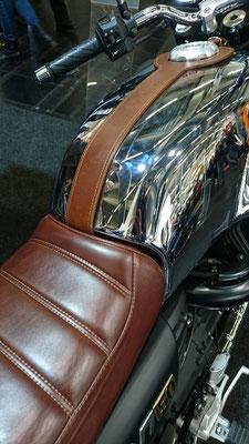 Moto Guzzi V7 in Chromoptik
