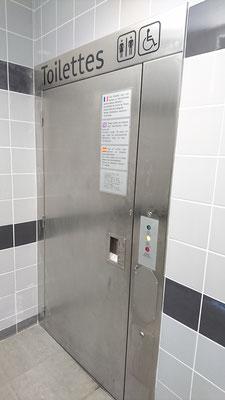 Und vollautomatisch desinfizierter Toilette...