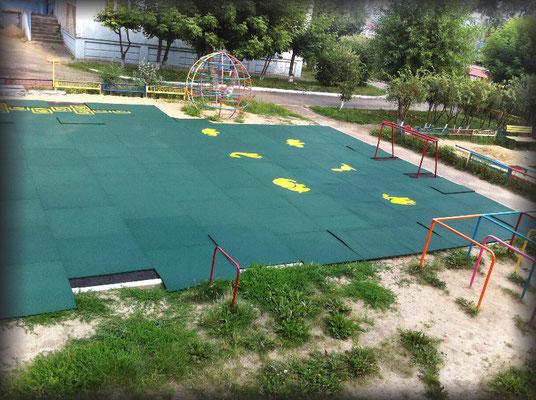 резиновые маты gummi покрытие спортивной детской площадки