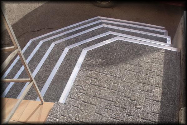 резиновое рулонное противоскользящее долговечное морозостойкое покрытие gummi-рельеф для облицовки крыльца ступенек пандусов