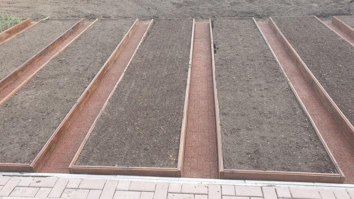 дорожка из резиновой крошки gummi для дачи сада огорода между грядок