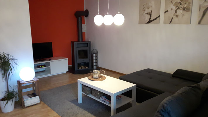 livingroom with internet tv