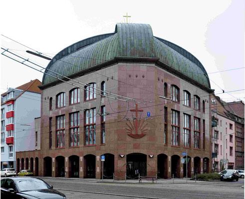 Zentralkirche in Karlsruhe (https://de.wikipedia.org/wiki/Neuapostolische_Kirche)