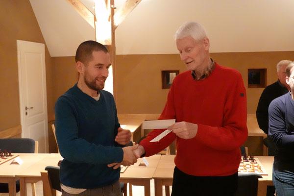 Jens Nabel spielte ein starkes Turnier und erhielt einen Ratingpreis